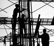 Silueta de los trabajadores de construcción Foto de archivo libre de regalías