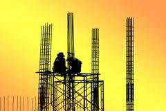 Silueta de los trabajadores de construcción Fotografía de archivo libre de regalías