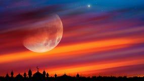 Silueta de mezquitas en luz de luna fotografía de archivo libre de regalías