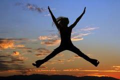 Silueta de salto de la mujer Fotografía de archivo libre de regalías