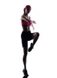 Silueta de salto de los ejercicios de la aptitud de la mujer Imagenes de archivo
