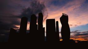 Silueta de Timelapse de la ciudad internacional del centro de negocios de los rascacielos en puesta del sol en Moscú Rusia almacen de video
