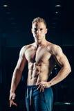 Silueta de un atleta Aptitud joven confiada Imagen de archivo