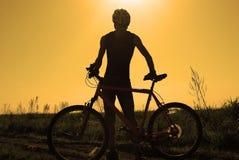 Silueta de un ciclista Imagen de archivo