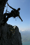 Silueta de un escalador Imagen de archivo libre de regalías