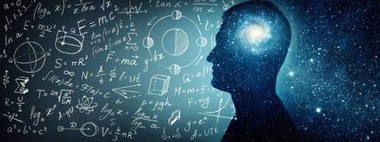 Silueta de un hombre dentro del universo, físico y matemático Fotografía de archivo libre de regalías