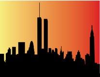 Silueta de una ciudad en puesta del sol Foto de archivo libre de regalías