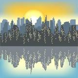 Silueta de una ciudad grande contra la perspectiva de un cielo ligero de la ma?ana El sol naciente ilumina todo La ciudad es ilustración del vector