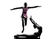 Silueta del adolescente de la gimnasia rítmica Fotografía de archivo libre de regalías