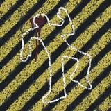 Silueta del asesinato en líneas amarillas del peligro. libre illustration