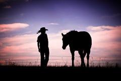 Silueta del caballo y del vaquero Fotografía de archivo libre de regalías
