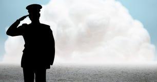 Silueta del capitán que saluda contra la nube y la tierra ilustración del vector