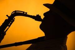 Silueta del ejecutante del saxofón imagen de archivo libre de regalías