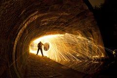 Silueta del fuego artificial bajo el puente Fotografía de archivo libre de regalías