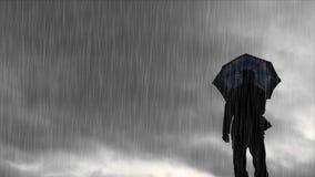 Silueta del hombre con el tiempo lluvioso y ventoso del paraguas - almacen de metraje de vídeo