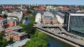 Silueta del hombre de negocios Cowering Ciudad de Estocolmo almacen de metraje de vídeo