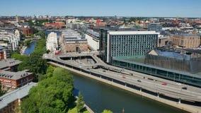 Silueta del hombre de negocios Cowering Estocolmo almacen de metraje de vídeo