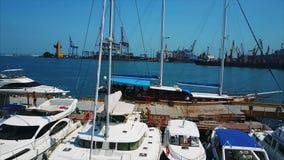 Silueta del hombre de negocios Cowering Puerto del comercio del infante de marina de Odessa metrajes