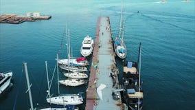 Silueta del hombre de negocios Cowering Puerto del comercio del infante de marina de Odessa almacen de metraje de vídeo