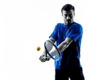 Silueta del hombre que juega al jugador de tenis Imágenes de archivo libres de regalías