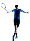 Silueta del hombre que juega al jugador de tenis Imagen de archivo