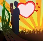 Silueta del hombre y de la mujer en amor con puesta del sol Foto de archivo