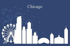 Silueta del horizonte de la ciudad de Chicago en fondo azul Imágenes de archivo libres de regalías
