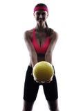 Silueta del jugador de la bola del voleo de la playa de la mujer Fotografía de archivo