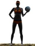 Silueta del jugador de la bola del voleo de la playa de la mujer Imagenes de archivo