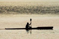 Silueta del Kayaker Fotografía de archivo libre de regalías