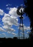 Silueta del molino de viento Fotos de archivo libres de regalías