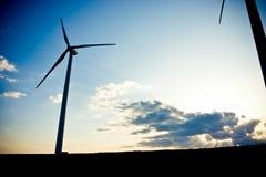 Silueta del molino de viento imágenes de archivo libres de regalías