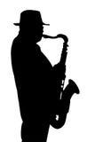Silueta del músico que juega en un saxofón. Imagenes de archivo