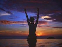 Silueta del océano de la puesta del sol Fotografía de archivo