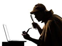 Silueta del ordenador portátil de los holmes de Sherlock Fotografía de archivo libre de regalías