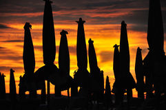 Silueta del parasol de playa Fotos de archivo libres de regalías