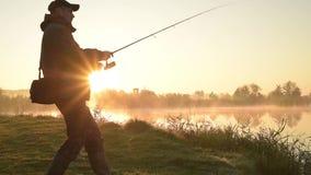 Silueta del pescador almacen de video