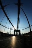 Silueta del puente de Brooklyn fotos de archivo