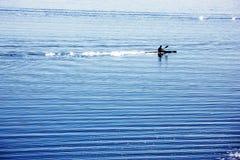 Silueta del rower de la canoa Fotografía de archivo libre de regalías