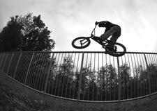Silueta del salto de la bici Imágenes de archivo libres de regalías