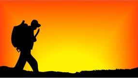 Silueta del soldado en salida del sol Fotos de archivo libres de regalías