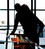 Silueta del supermercado de pares imágenes de archivo libres de regalías