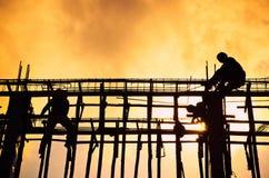 Silueta del trabajador de construcción Foto de archivo