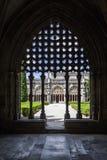 Silueta del trabajo del tracery sobre el claustro real de la abadía de Batalha Imagen de archivo