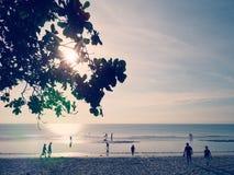 Silueta del turista con el mar Fotos de archivo libres de regalías