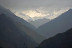 Silueta del valle de la montaña, Himalaya Foto de archivo libre de regalías