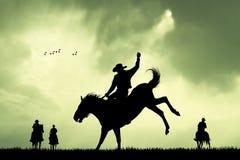 Silueta del vaquero del rodeo en la puesta del sol Imagen de archivo