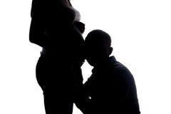 Silueta del vientre del hombre que escucha y de la mujer Fotos de archivo libres de regalías