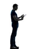 Silueta digital de la tableta de la pantalla táctil del hombre Fotos de archivo libres de regalías