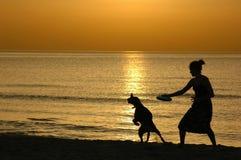 Silueta en la puesta del sol Fotografía de archivo libre de regalías